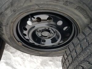 4 X 215-65-R16 WINTER TOYO AVEC RIMS 5X114.3mm pneus 7-8-32