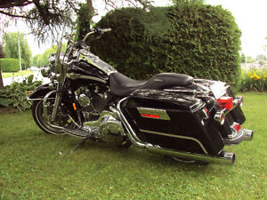 HARLEY  FLHR  ROAD KING 100e edition