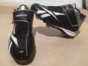 Boys Reebok Baseball Cleats Size 6