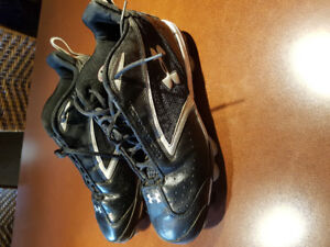 LIKE NEW! UNDER ARMOUR BASEBALL CLEATS