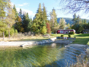 Waterfront Cottage in Harrop, BC