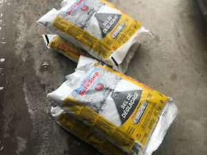 Total of 4 bags of salt for driveways! SIFTO SAFE STEP 10 KG