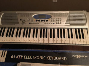 Nexx Tech 61 key electronic keyboard