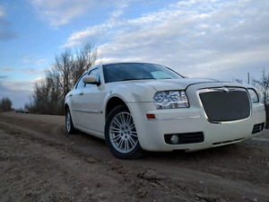 2008 Chrysler 300 excellent condition inside out