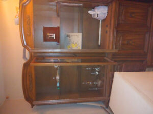 Hutch with glass shelves  mint condition $100