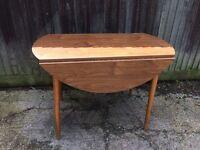 Retro round folding table