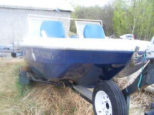 Tri hull fishing boat