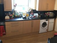 STUDENTS: Superior 3 bed HMO flat avail. 1/7/2017 in great location