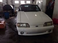 1988 Ford Mustang Blanc Bicorps