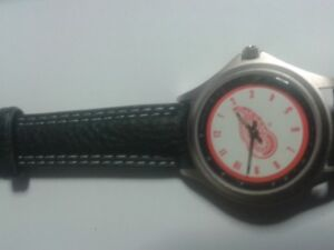 NIB Ladies Detroit Red Wings Logo Watch
