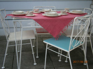 Beautiful vintage wrought iron dining table & 4 chairs
