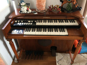 Hammond Organ ( electric )