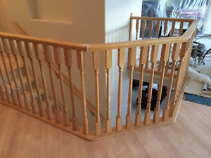 WOOD RAILING WITH SPINDLES