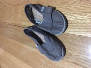 Toddler size 7 TOMS