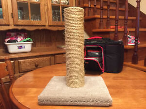 Kitty scratching post in excellent condition