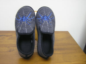 New Unused Grey Felt Slippers For Youth Sz 4-5 XL