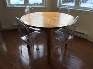 """Solid wood dining table (+ 4 free acrylic """"ghost"""" chairs)"""