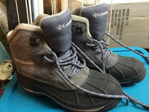 Women's size 6 Columbia winter boots