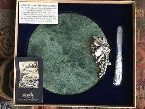 Pewter green marble cheese tray with matching knife West Island Greater Montréal image 1