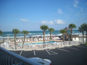 *CAD$ - DEC. 1-15: $495/wk *Beach front Studio - Ocean views
