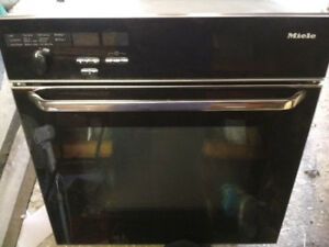 REDUCED: Miele H373B Pyrolitic Built-In Oven