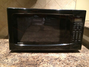 MOVING SALE - 1100watt KENMORE MICROWAVE - BLACK