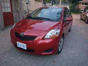 2009 LOW KM Toyota Yaris Sedan Cambridge Kitchener Area image 4
