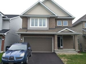 Large 4 Bedroom Family Home In Ottawa South - Findlay creek