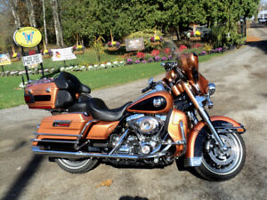 Harley Davidson 105th Anniversary Edition Ultra Glide Classic