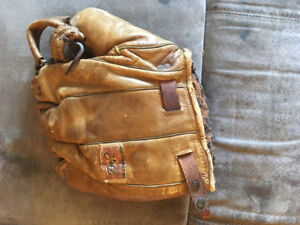 D & R catchers mitt