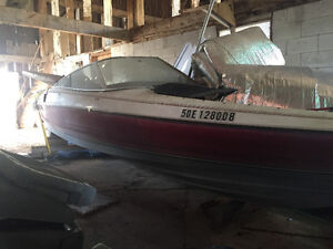Arrival boat hull free