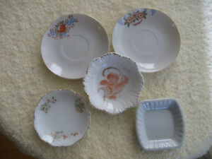 CLUSTER of 5 VINTAGE MINIATURE COLLECTOR'S CHINA PIECES