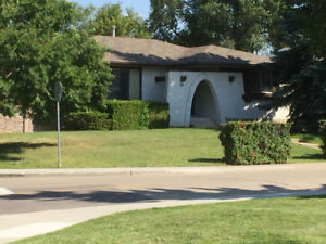 Cozy Bungalow in the Heart of Sherwood Park