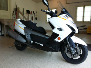SCOOTER 2014 700CC