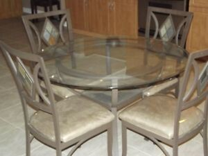 Kitchen / Dining Room Table and Chairs