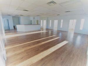 Grand bureau privée à louer (1800 pieds carrés)