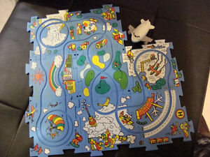 8 Piece Plastic Puzzle with Airplane
