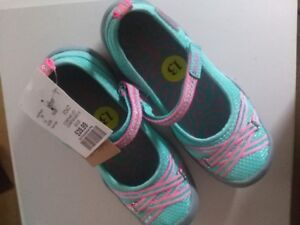 Brand new with tag---Girl Shoes---size 13