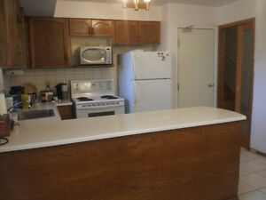 3bedroom, from Sep.1, UWO students, $ 460 p/room, all inclusive