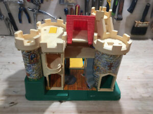 CHATEAU FISHER PRICE LITTLE PEOPLE CASTLE VINTAGE