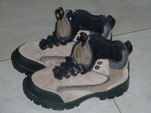 Ladies Hiking boots good in snow.   Size 7