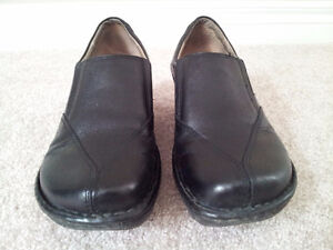 Hush Puppies Black Leather Shoes (Size 8) London Ontario image 2