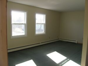 CORNWALL LARGE, BRIGHT 2BDR HEATED APARTMENT
