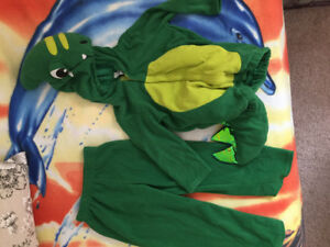 Dragon Old Navy kids Halloween costume size 4-5