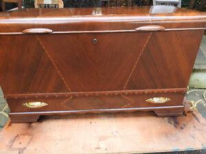 antique cedar chest.. great shape Oakville / Halton Region Toronto (GTA) image 3