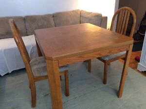 Table de cuisine + 2 chaise