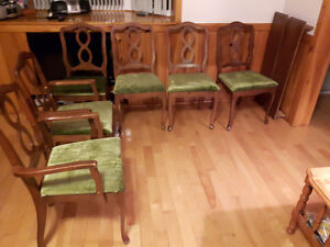 Table chairs 2 piece hutch Gatineau Ottawa / Gatineau Area image 3