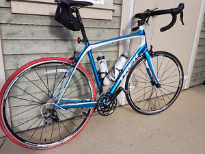 Vélo de route Trek Domane 4.3 NEUF (kit complet) 2200 $