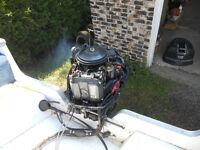 moteur hors bord Johnson 115 hp 2 temps tres propre  fonctionnel