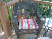 Recherché : deux chaises en rotin